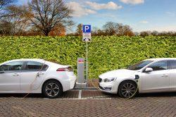 Voiture hybride ou 100 % électrique : comment faire le bon choix
